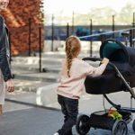 Jesienny spacer z wózkiem - poradnik aktywnego rodzica