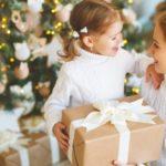 Jak wybrać wartościowy prezent dla malucha?
