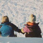 Twoje dziecko jedzie na ferie zimowe? Sprawdź, jak je odpowiednio przygotować