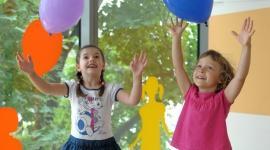 Jakie prezenty dla przedszkolaków są najbardziej wartościowe? LIFESTYLE, Dziecko - Co dzieci lubią najbardziej? Odpowiedź jest prosta: bawić się. A najlepsza zabawa to taka, która nie tylko przynosi radość, ale i stymuluje wszechstronnie rozwój małego człowieka.