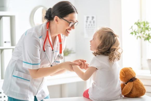 Odporność organizmu budujemy od dziecka LIFESTYLE, Dziecko - Układ odpornościowy najprężniej rozwija się przez pierwsze dwanaście lat życia. To nasza tarcza ochronna, broniąca organizm przed zarazkami, bakteriami czy wirusami. Dlatego warto dbać o nią od samego początku.
