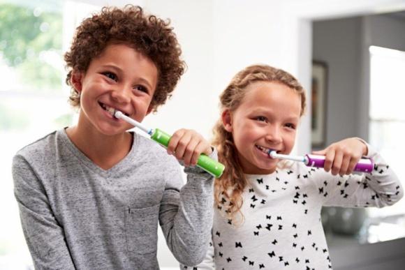 Z okazji Dnia Dziecka podaruj swoim dzieciom zdrowy uśmiech. LIFESTYLE, Dziecko - Dzień Dziecka to doskonała okazja, aby poznać wszystkie triki i sposoby na codzienną pielęgnację zębów wśród dzieci i cieszyć się wspólnie z nimi zdrowymi uśmiechami.