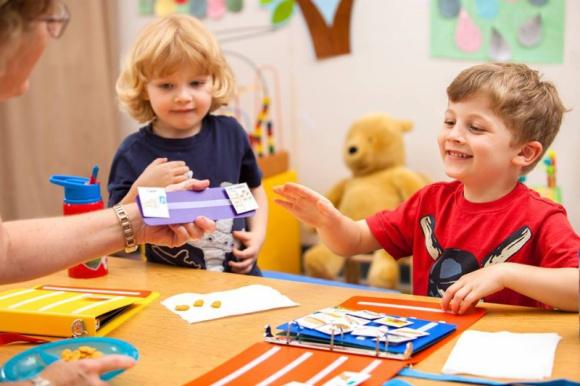 Kontynuuj naukę z metody PECS – weź udział w szkoleniu dla zaawansowanych LIFESTYLE, Dziecko - Autyzm to jedno z najpoważniejszych zaburzeń rozwojowych, które wpływa na umiejętność codziennej komunikacji. Zaawansowane sposoby pracy z PECS zostaną przedstawione na dwudniowym szkoleniu, które odbędzie się 8-9 czerwca w Poznaniu i 15-16 czerwca w Warszawie.