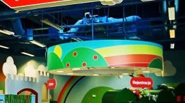 """Kierunek – Paryż! Port Łódź Junior zaprasza do zabawy! LIFESTYLE, Dziecko - Tego w sali zabaw Portu Łódź jeszcze nie było! Na najbliższe dni animatorki """"Juniora"""" zaplanowały dla wszystkich maluchów nie lada atrakcję – pełną przygód wycieczkę do samego Paryża!"""