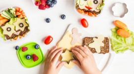Kreatywne drugie śniadanie. Poznaj 5 sposobów na ciekawe przekąski dla dziecka LIFESTYLE, Dziecko - Lada moment rozbrzmią szkolne dzwonki, a wraz z nimi powróci obowiązek pakowania dzieciom drugiego śniadania.