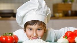Marzenie małego kucharza? Wyjazd na zimowy obóz kulinarny LIFESTYLE, Dziecko - W ostatnim czasie gotowanie to nie tylko jeden z domowych obowiązków, lecz także sposób na życie i realizację pasji. Przyczyniły się do tego liczne programy kulinarne, konkursy telewizyjne i dokonania światowej sławy kucharzy.