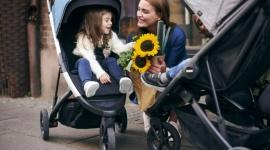 Thule prezentuje nowy miejski wózek dziecięcy – Thule Spring LIFESTYLE, Dziecko - Łatwo się prowadzi, łatwo się składa i łatwo dopasowuje do potrzeb rodziców i dziecka – taki właśnie jest najnowszy trójkołowy dziecięcy wózek Thule Spring, z którym odkrywanie świata i przemierzanie miejskich zakamarków będzie jeszcze wygodniejsze.