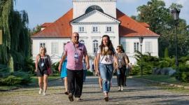 Dlaczego warto spędzić rodzinne wakacje z angielskim w Polsce? LIFESTYLE, Dziecko - Koronawirus sprawił, że Polacy zaczęli intensywnie szukać ciekawych miejsc na wakacje w kraju. O wyborze kierunku decyduje teraz przede wszystkim bezpieczeństwo, ale i wybór atrakcji, szczególnie jeśli wybieramy się na wczasy z dziećmi.
