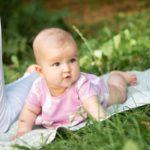 Jak ubrać niemowlaka latem? Bezpieczne i wygodne ubranka Endo na każdą pogodę.