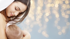 Mixed feeding, czyli na czym polega karmienie dziecka piersią i butelką LIFESTYLE, Dziecko - Jeśli w okresie laktacji kobieta napotyka przeszkody, które wydają się nie do pokonania, powinna pamiętać, że zazwyczaj można je przezwyciężyć – pewnym rozwiązaniem może okazać się karmienie mieszane.